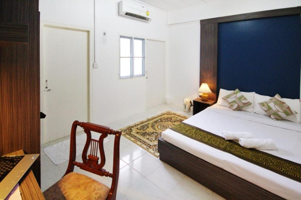 A bed or beds in a room at Riski Residence Bangkok-noi - Wasit Apartment
