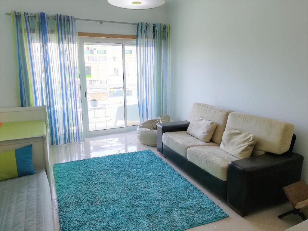 A seating area at Apartamento Horizonte