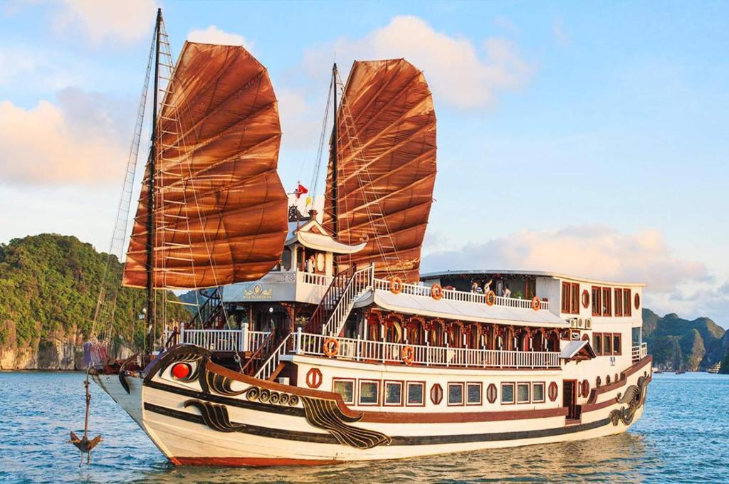 Du thuyền Royal Palace