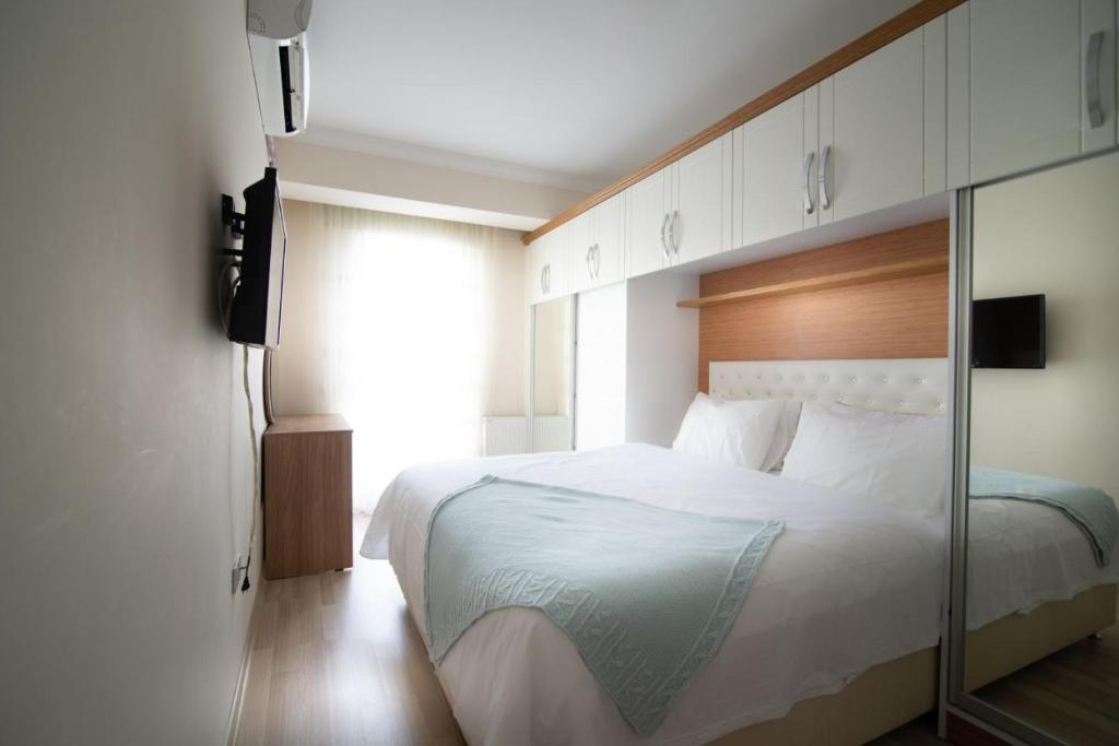 A bed or beds in a room at marmara apart