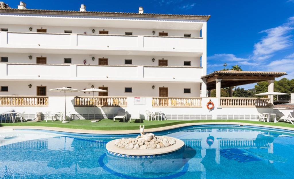 The swimming pool at or near Apartaments Sa Torre