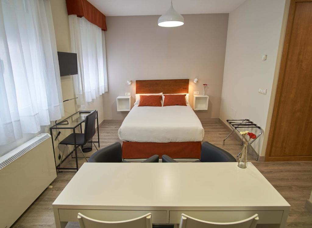 A bed or beds in a room at Apartamentos Los Arroyos