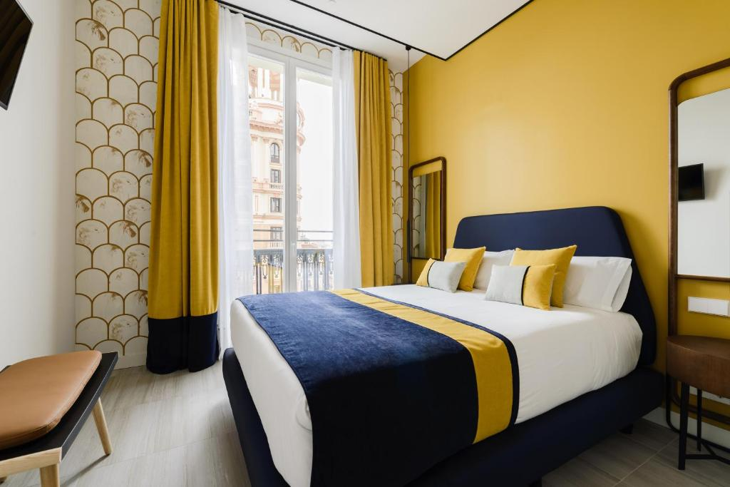 A bed or beds in a room at Gran Via Centric