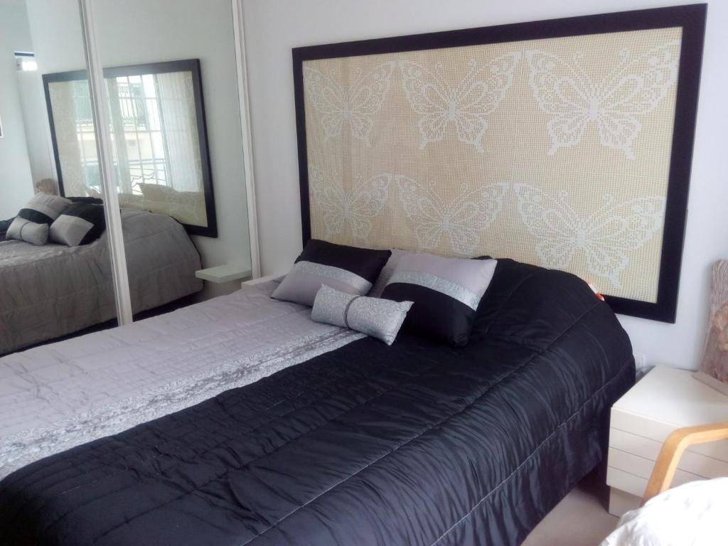 A bed or beds in a room at T2 sítio da Nazaré