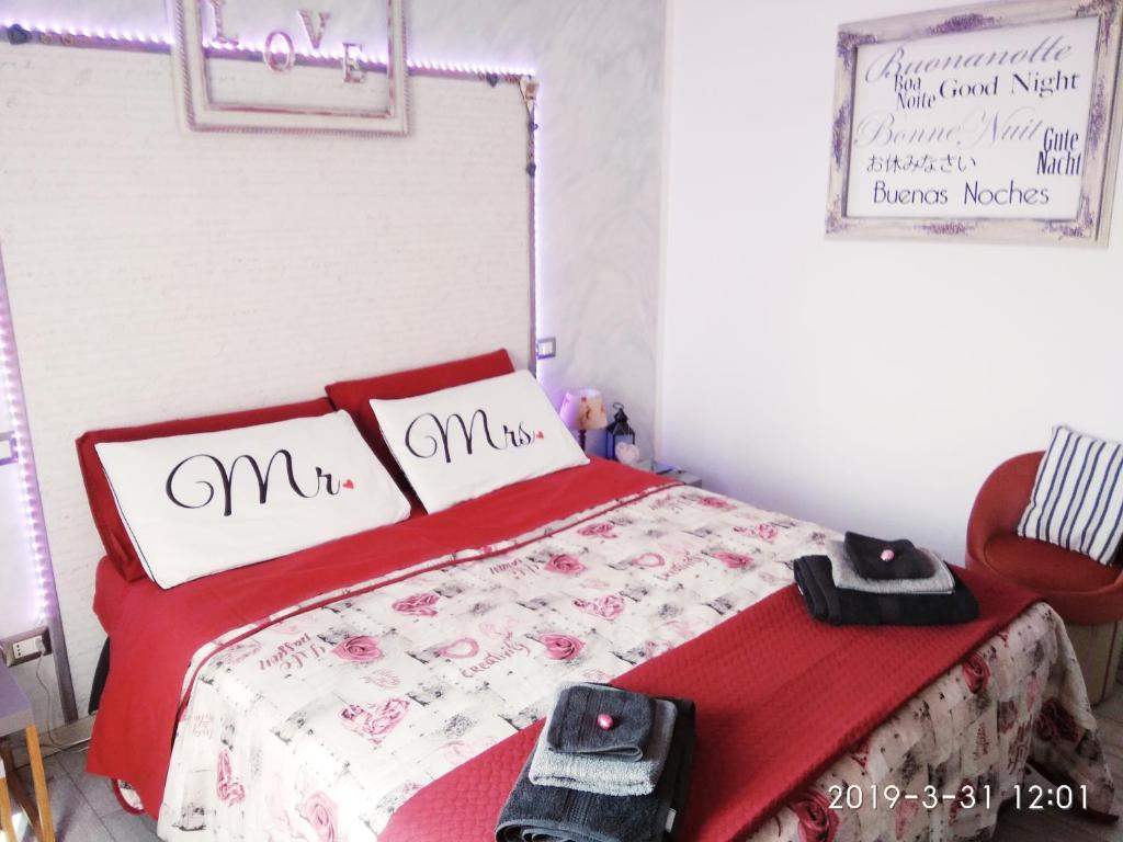 A bed or beds in a room at Vivi Garibaldi Studios