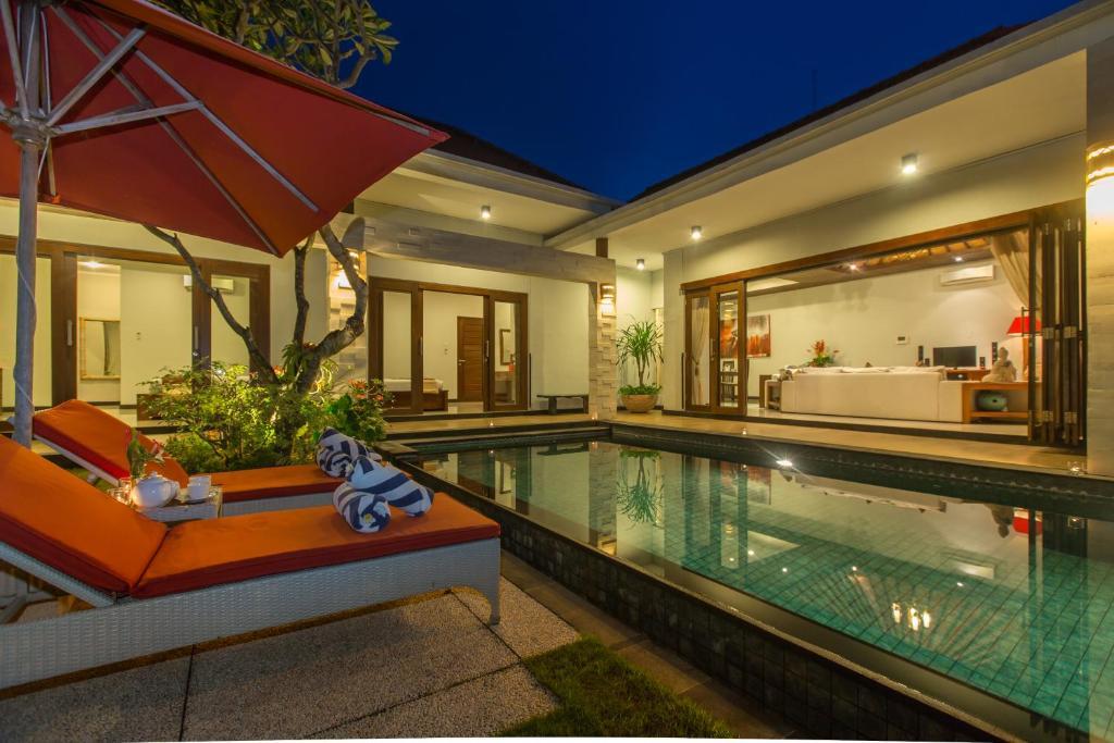 The swimming pool at or close to Villa Katara