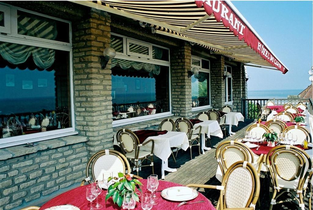 A restaurant or other place to eat at Logis Hotel Du Casino