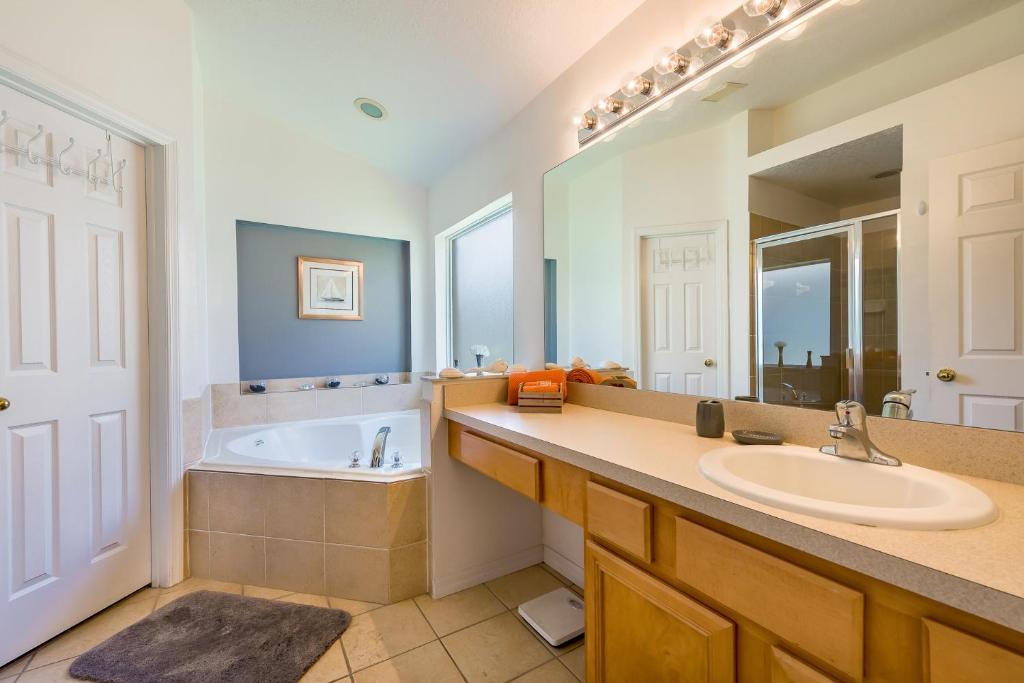 A bathroom at Lovely 4 bedroom home at Terra Verde
