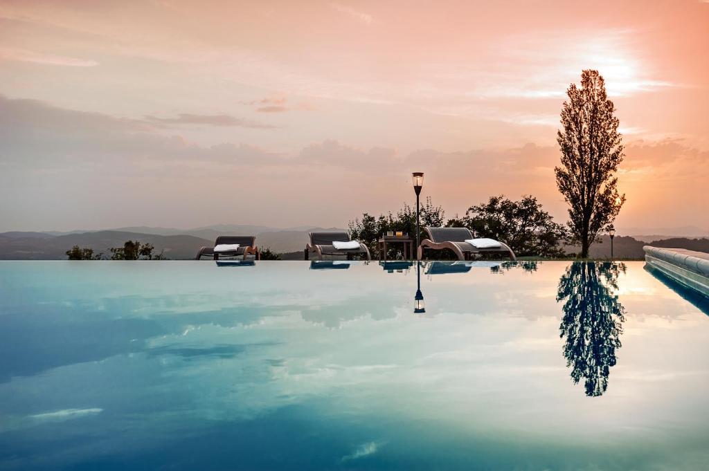 Piscina di Nikis Resort o nelle vicinanze