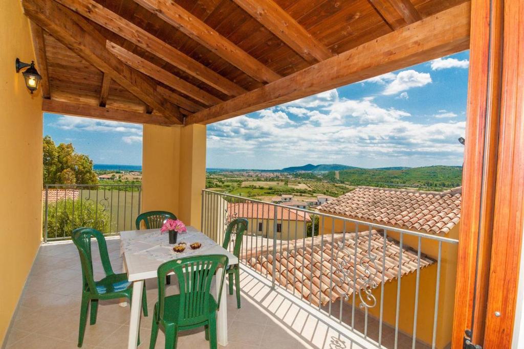 A balcony or terrace at Bilocale Corte di Gallura
