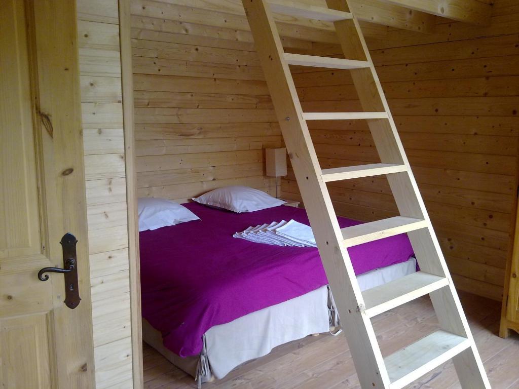 Un ou plusieurs lits superposés dans un hébergement de l'établissement Chalets Gîtes La Croisée des Chemins
