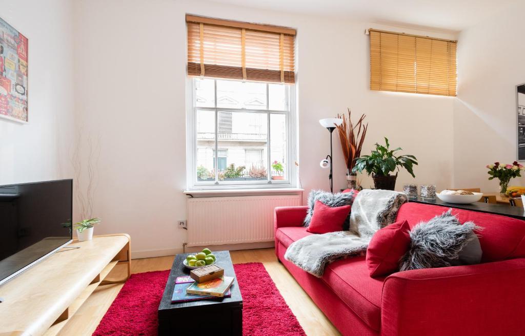 Area soggiorno di Classic Two-Bedroom Apartment Pimlico