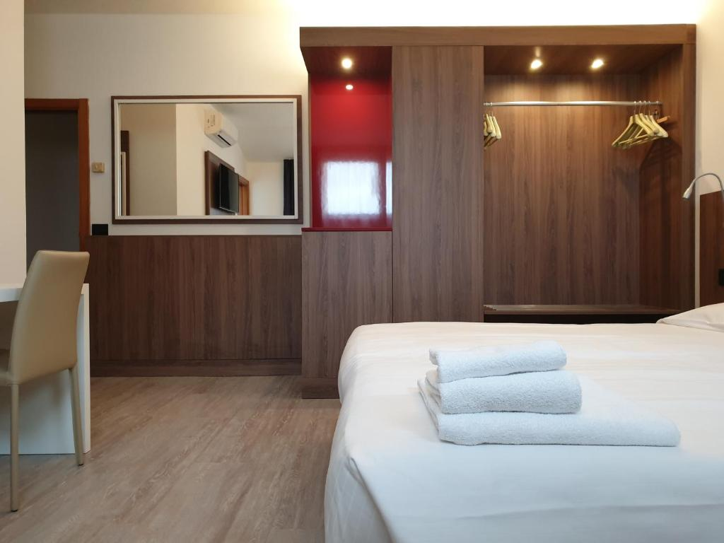 A bed or beds in a room at Albergo Delle Alpi