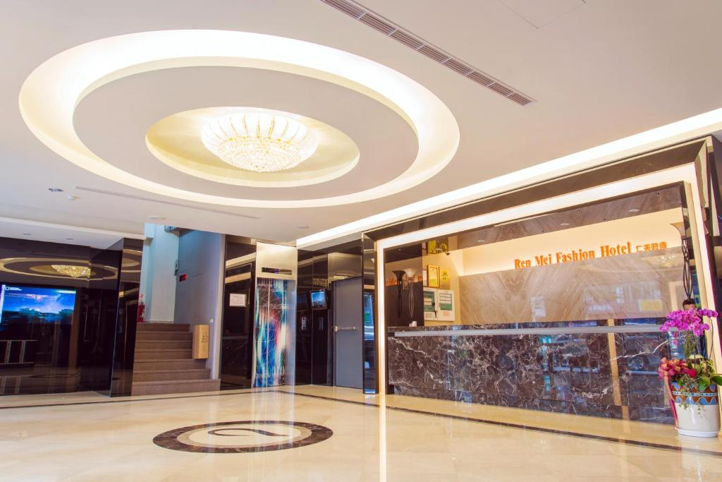 The lobby or reception area at Ren Mei Fashion Hotel