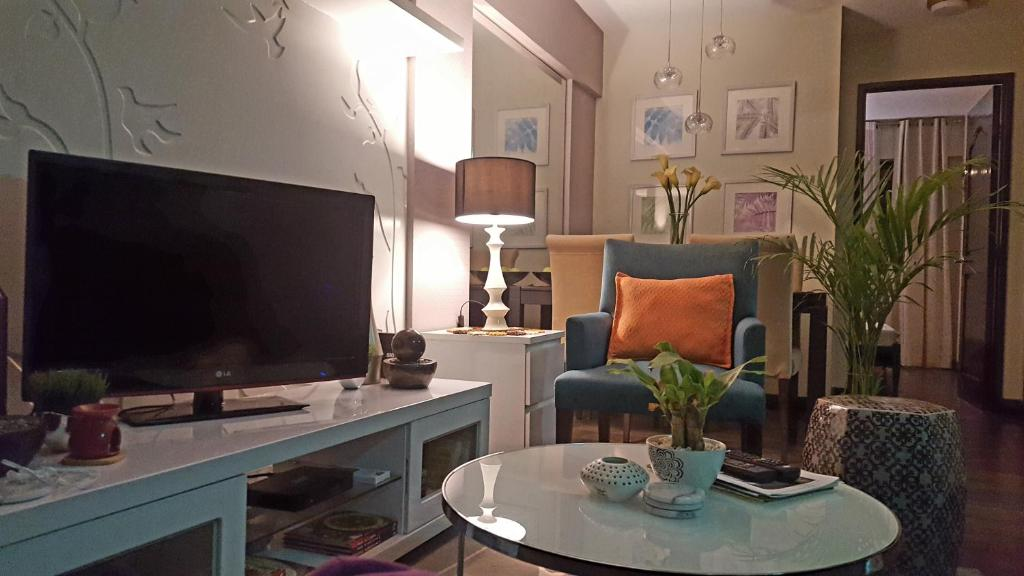 A television and/or entertainment center at Cozy Private Room (w/ Breakfast!!) in Acacia Estates near BGC!