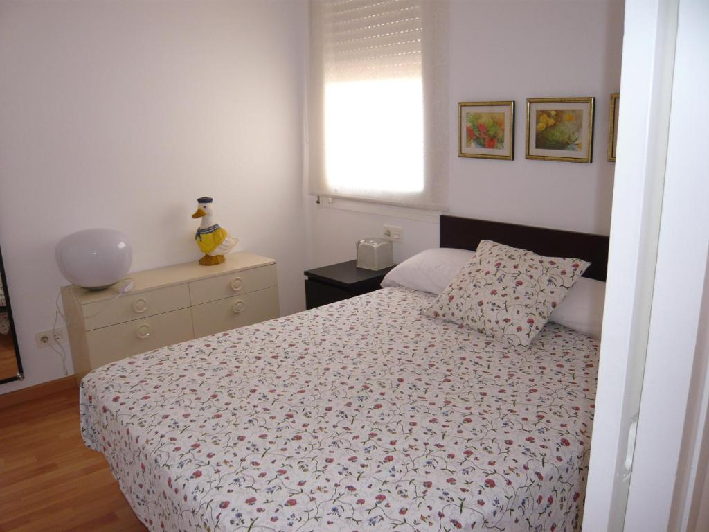 A bed or beds in a room at Hostal Conde Güell