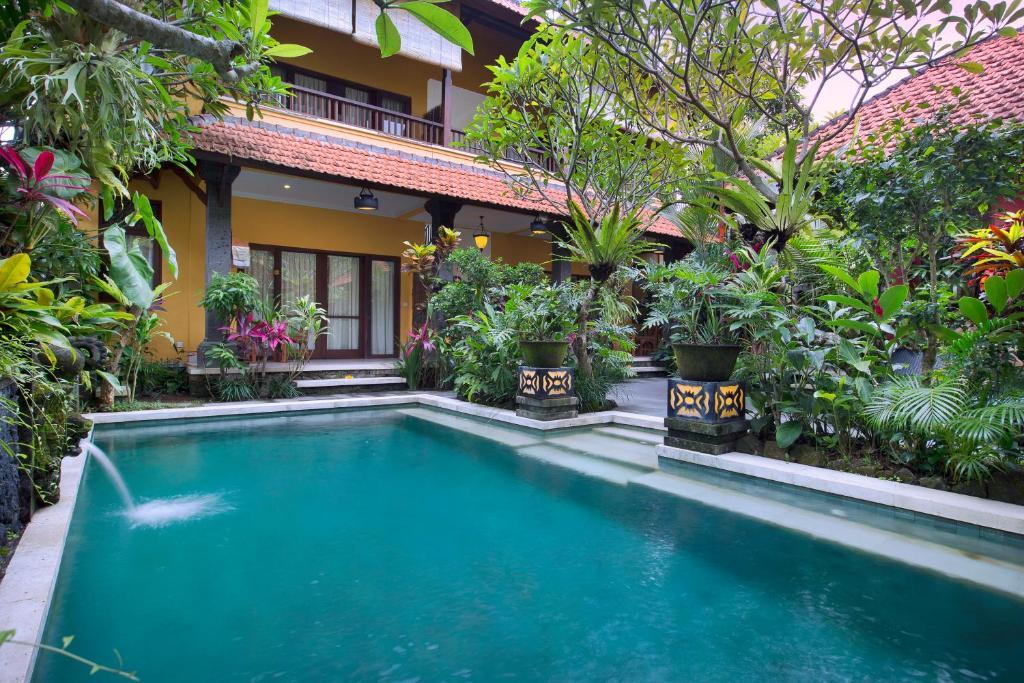 Het zwembad bij of vlak bij Mawa House