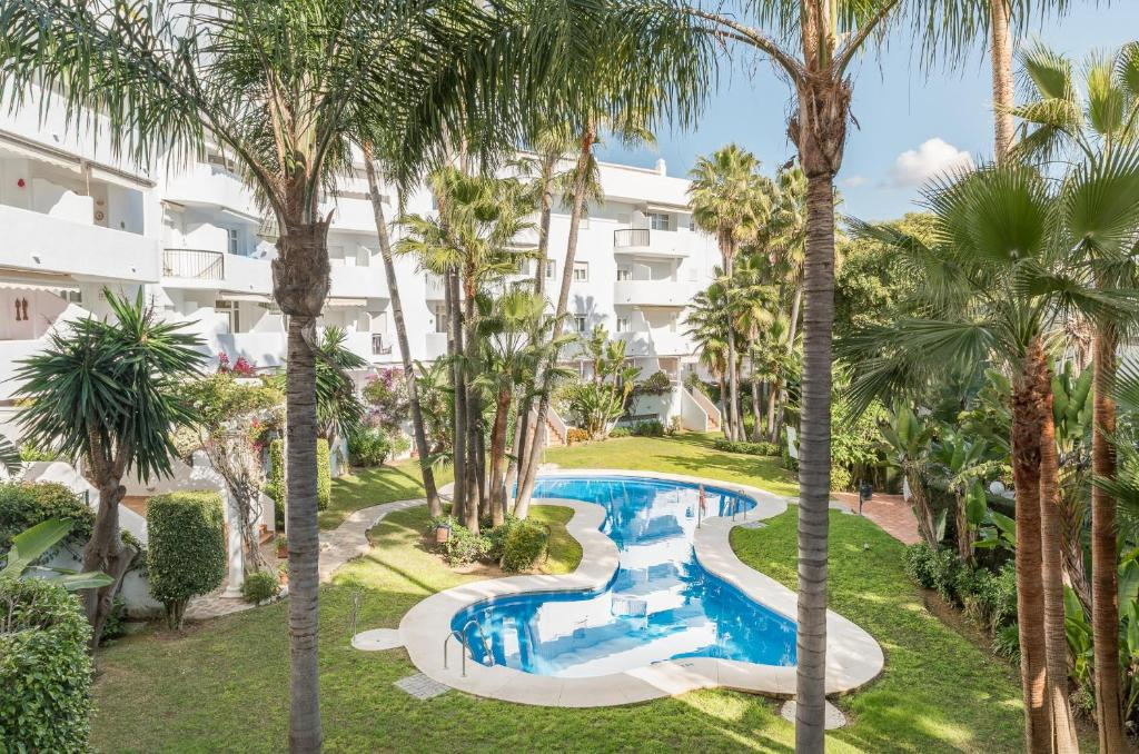Вид на бассейн в Apartamento Marbella Real 3D или окрестностях