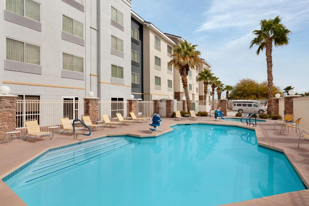 The swimming pool at or close to Fairfield Inn & Suites Vegas South