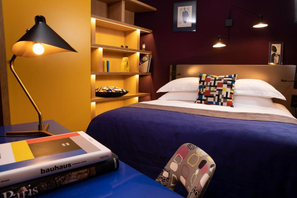 A bed or beds in a room at Artus Hotel
