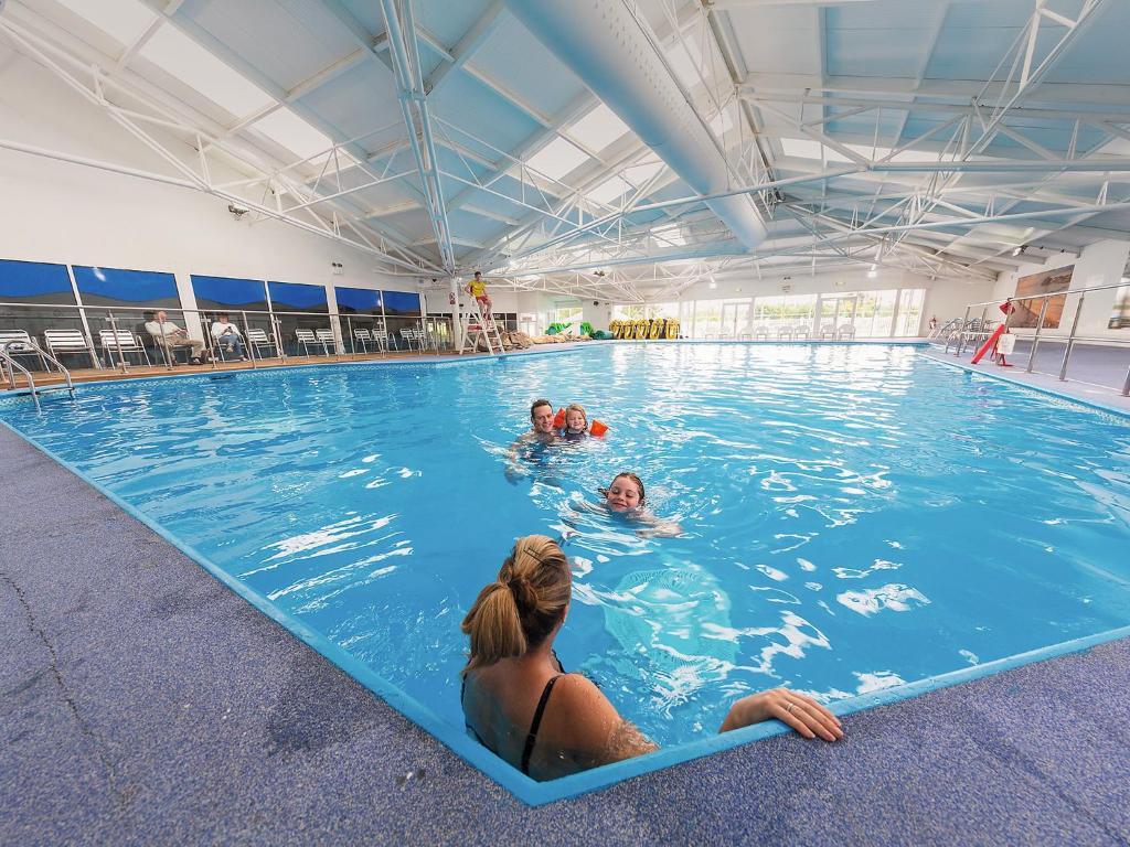The swimming pool at or near Holiday Home Greenacres.5