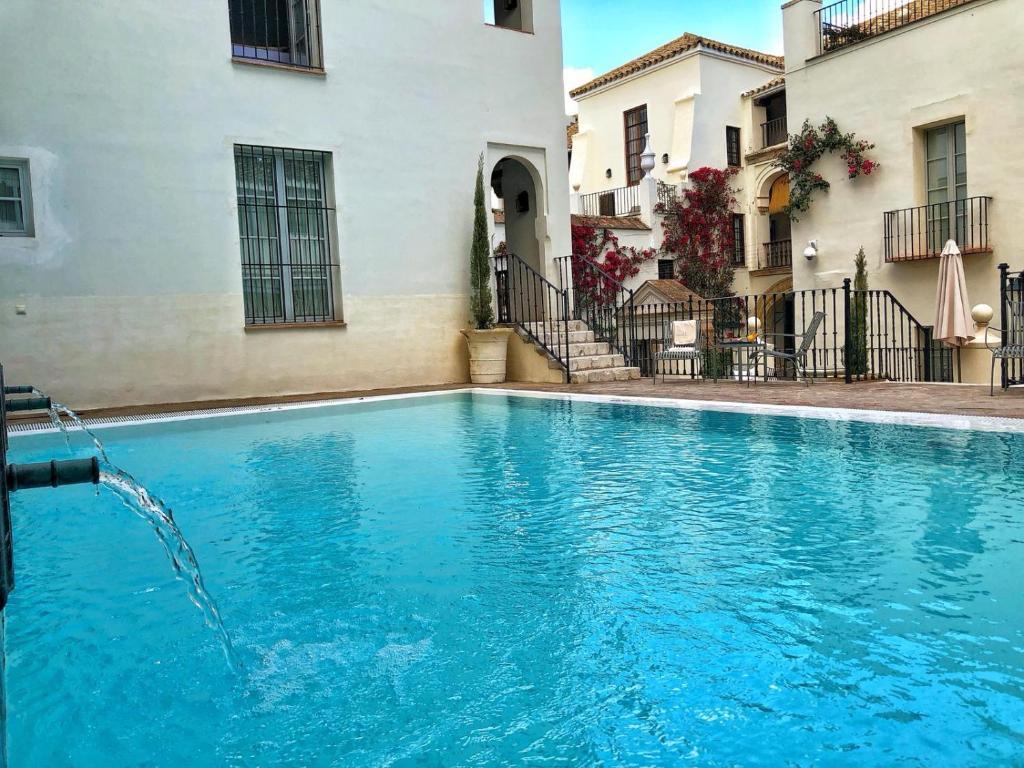 The swimming pool at or close to Las Casas de la Judería de Córdoba