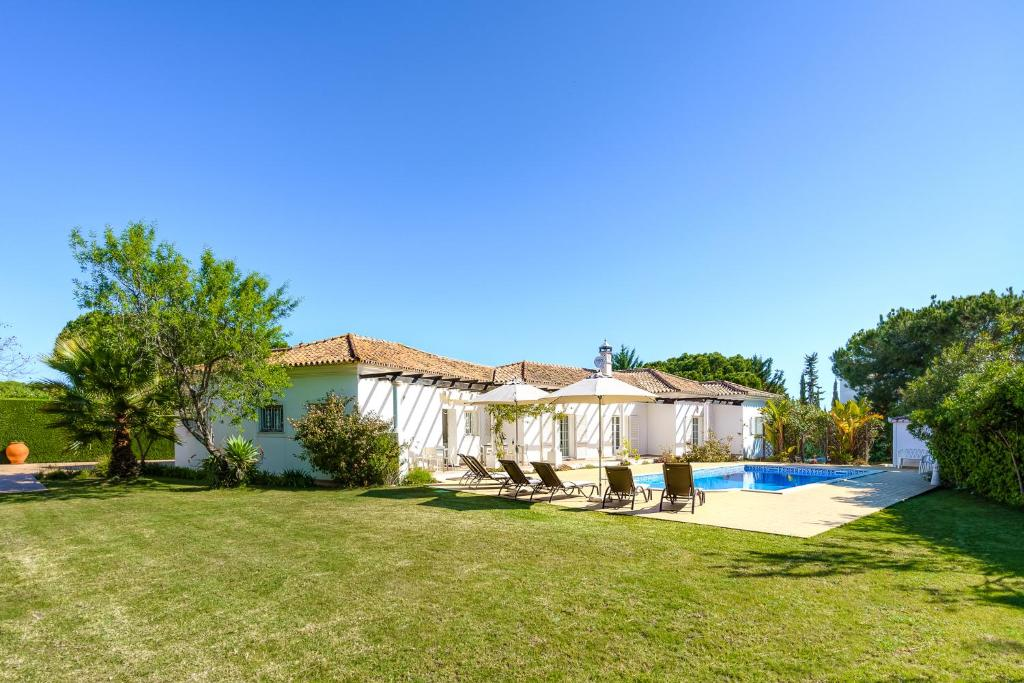 Exclusive Villa Toulouse with pool in Falesia Algarve ...