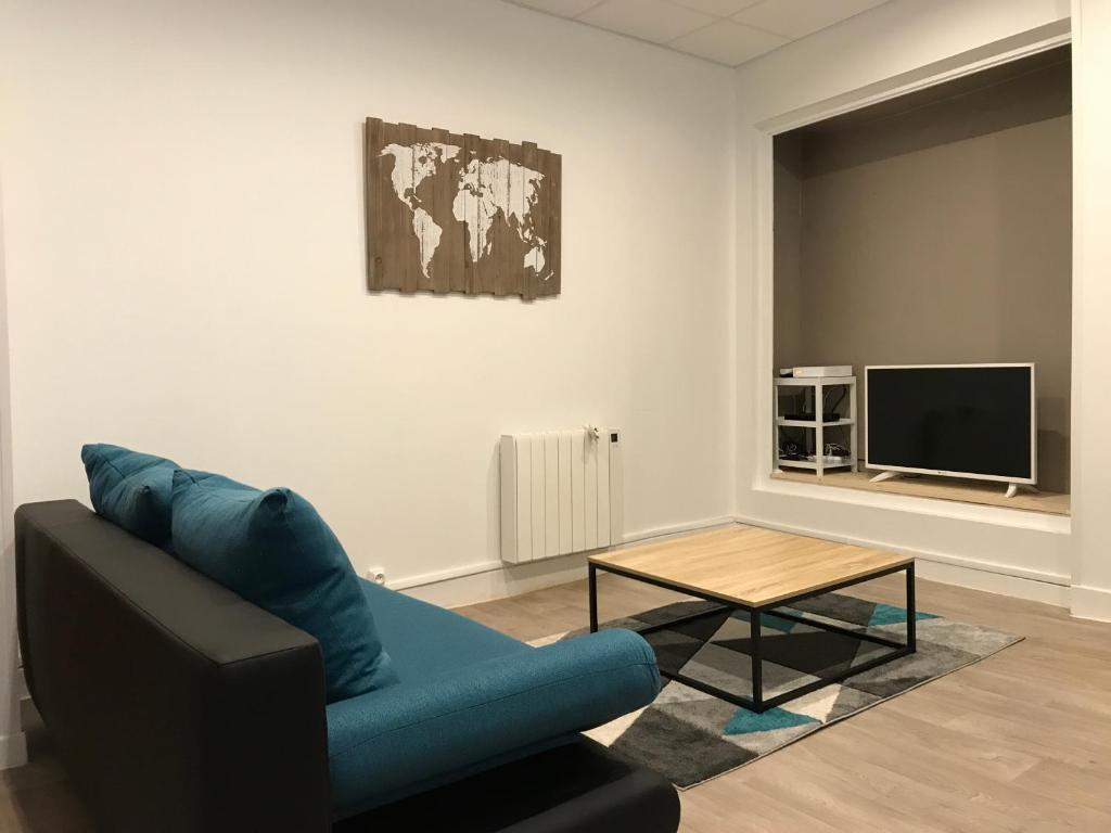 """Housse De Canape Pour Mobil Home apartment appt """"coeur moulinois"""", moulins, france - booking"""