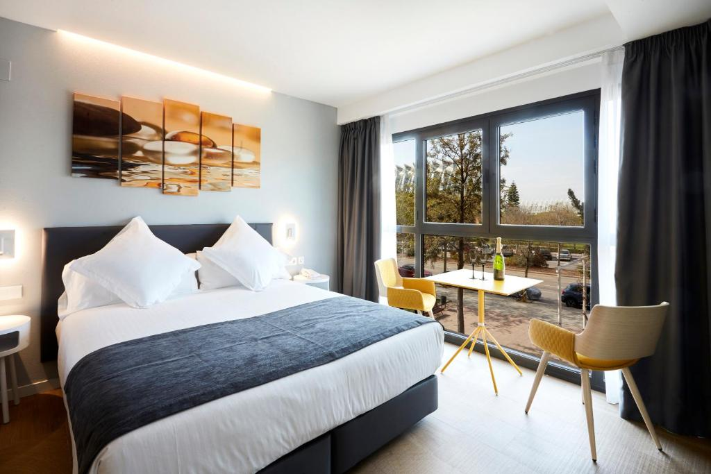 Een bed of bedden in een kamer bij Hotel Valencia Alameda