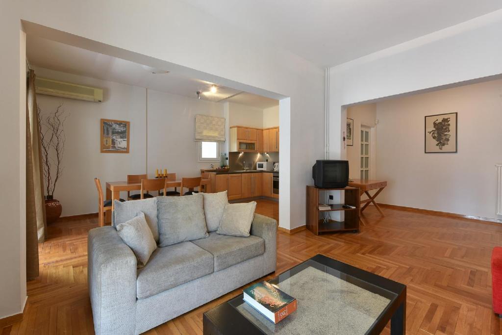 Ein Sitzbereich in der Unterkunft Victoria Square Apartment Apts