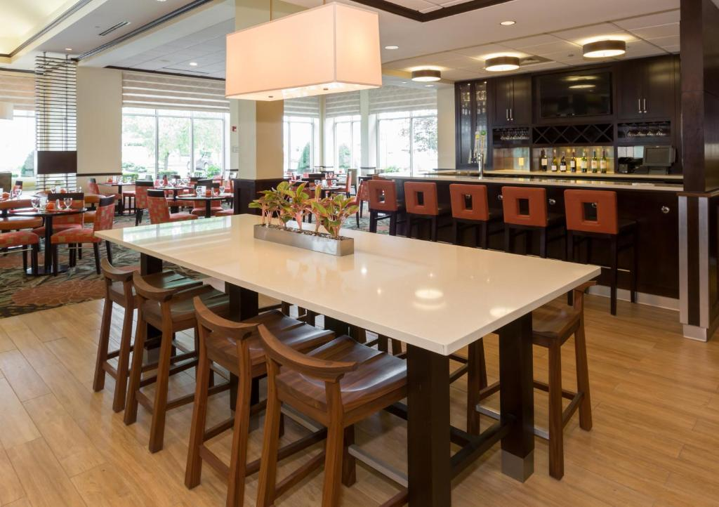 Hilton Garden Inn Buffalo Airport Cheektowaga Ny Booking Com