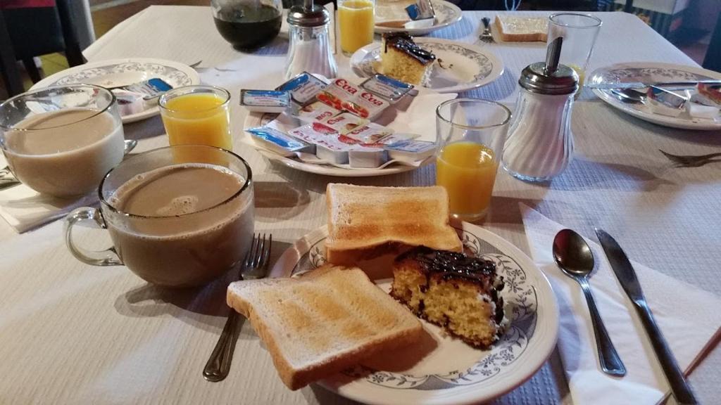 Breakfast options available to guests at Albergue de Peregrinos- La casa del camino