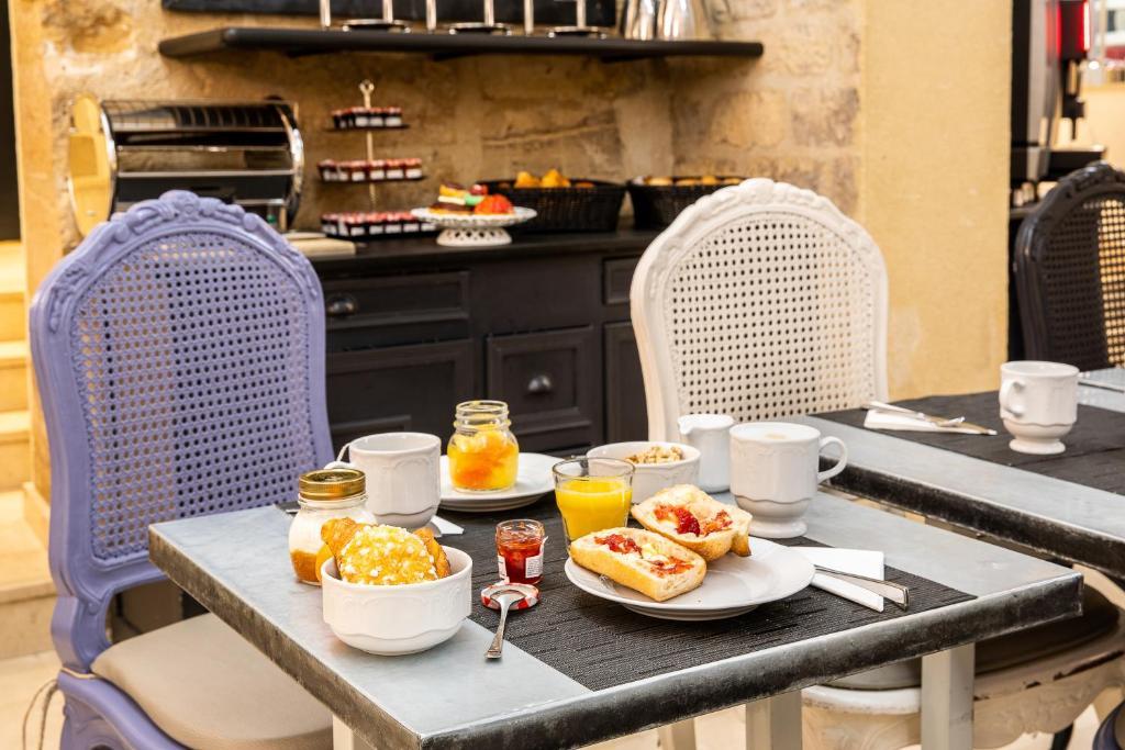 Hotel Des Ducs D Anjou Paris France Booking Com