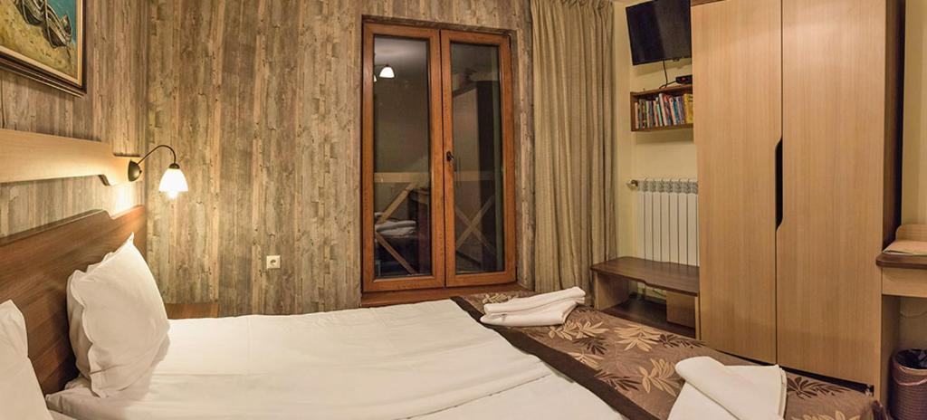 A bed or beds in a room at Family Hotel Balkanci