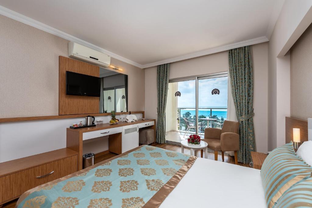 Телевизор и/или развлекательный центр в Annabella Diamond Hotel - Ultra All Inclusive