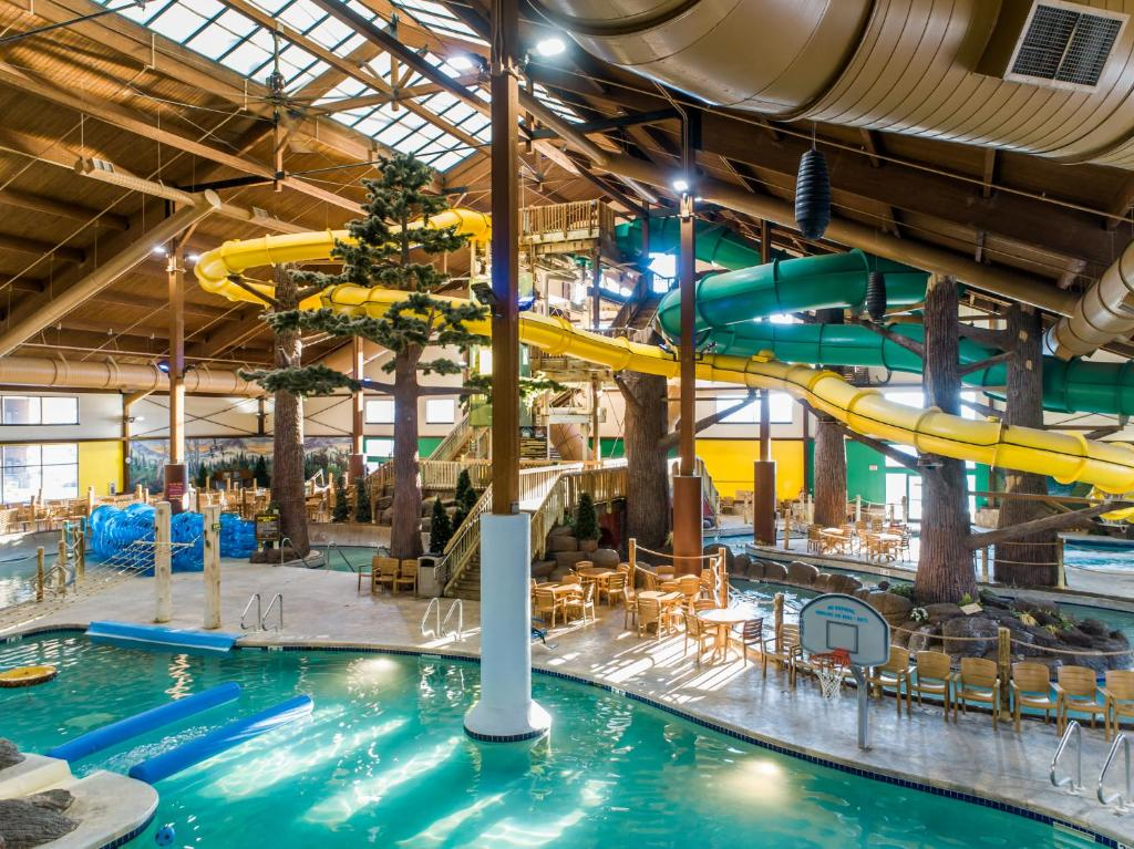 The swimming pool at or near Timber Ridge Lodge and Waterpark