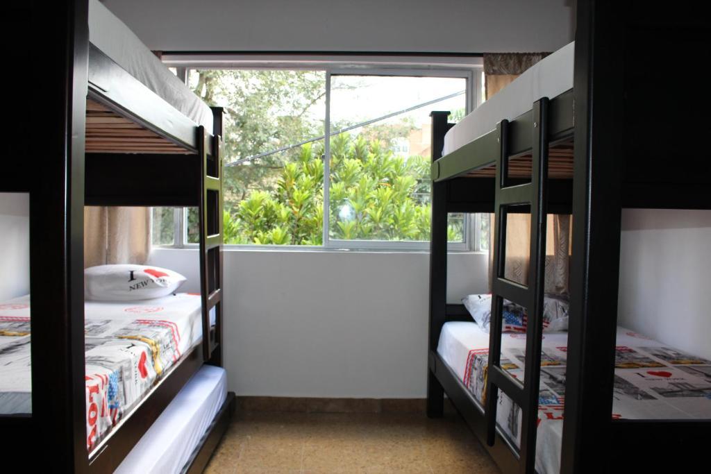 A bunk bed or bunk beds in a room at Apartamentos Excelente Ubicación