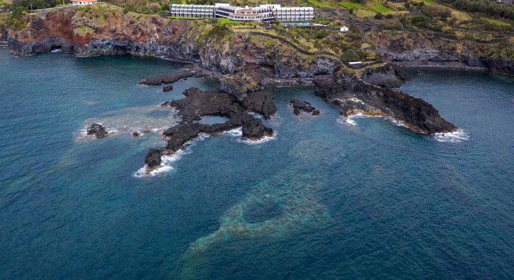 Vista aerea di Caloura Hotel Resort