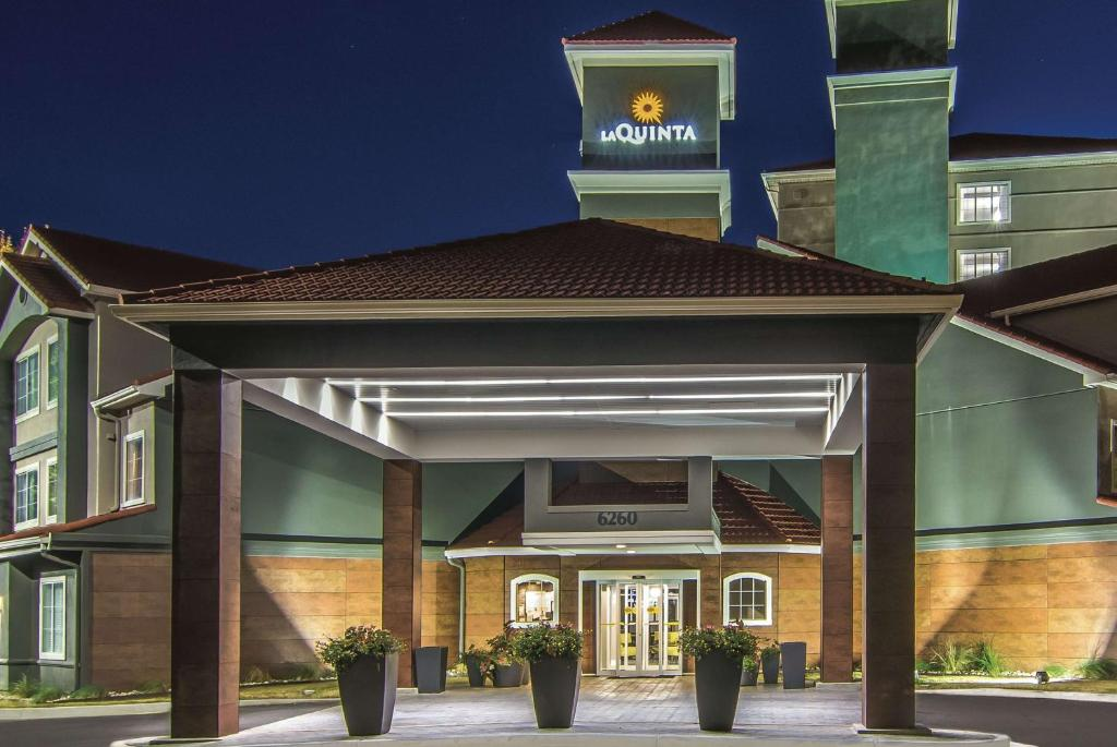 La Quinta Inn & Suites Atlanta Perimeter Medical Center