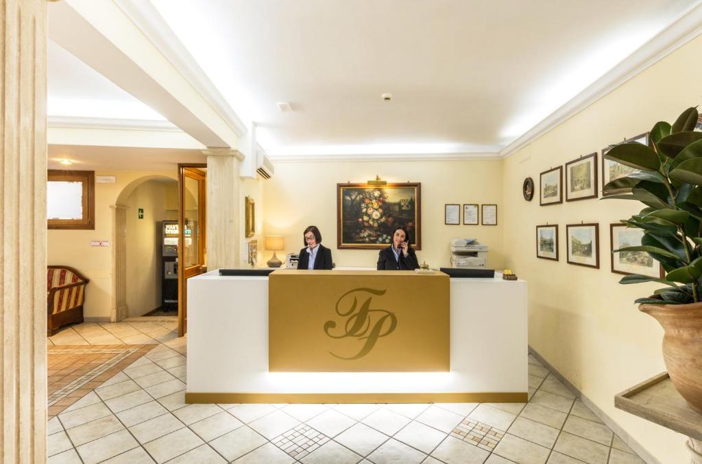 Apgyvendinimo įstaigos Hotel Tempio Di Pallade personalas