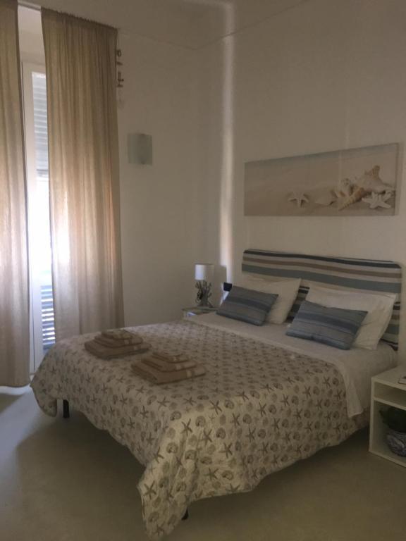 Un pat sau paturi într-o cameră la Oltremare