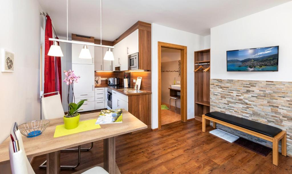 A kitchen or kitchenette at Appartement Pension Albert