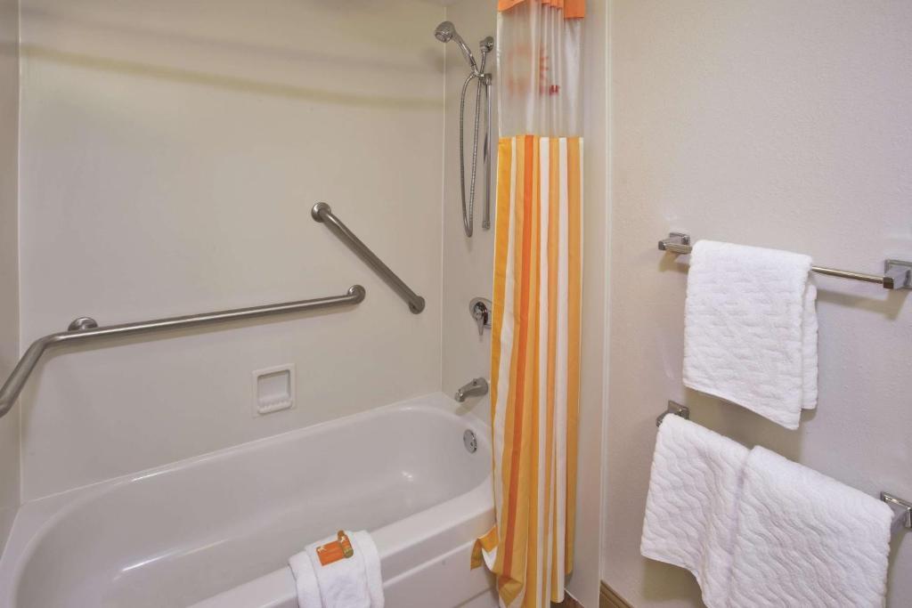La Quinta Inn & Suites Kingsport TriCities Airport