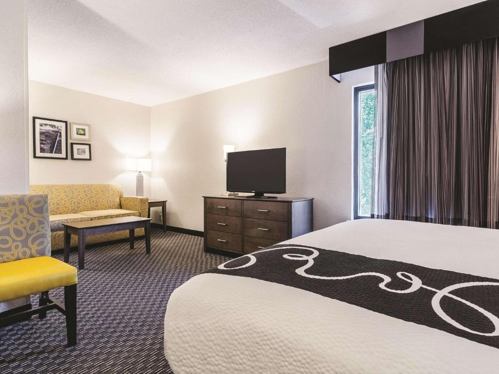 La Quinta Inn & Suites Myrtle Beach at 48th Avenue