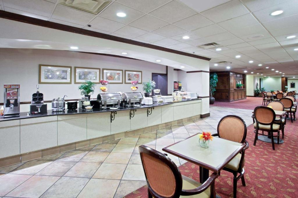 La Quinta Inn & Suites Downtown Conference Center