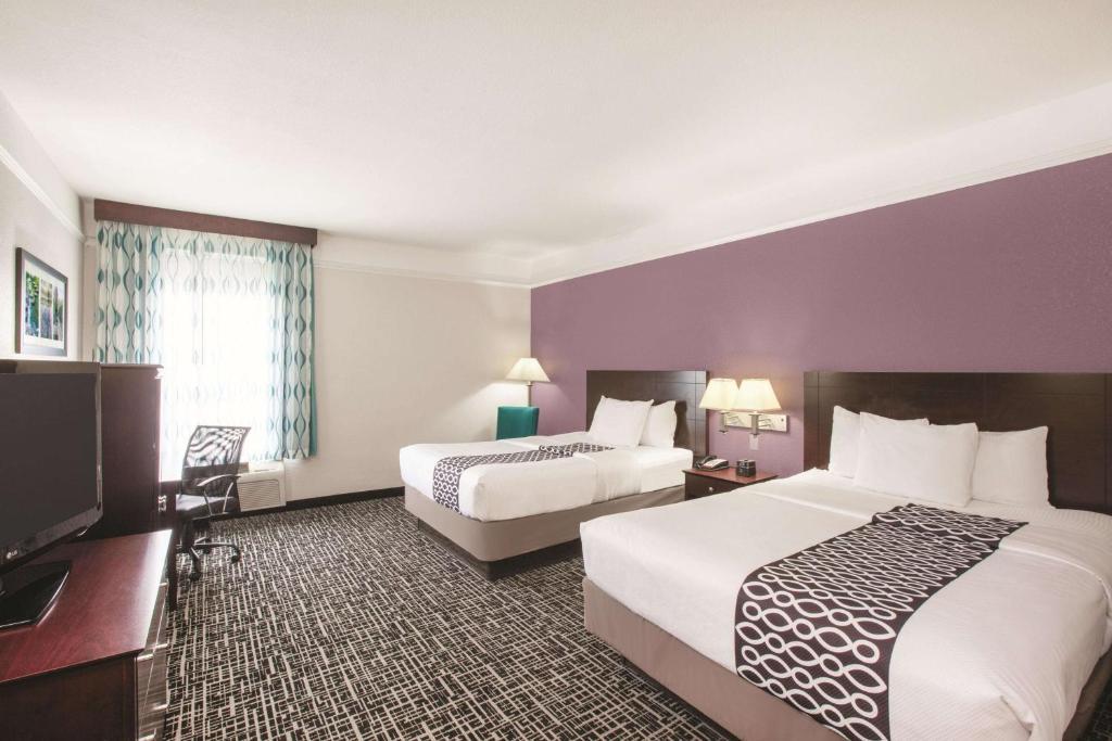 La Quinta Inn & Suites Mansfield, TX