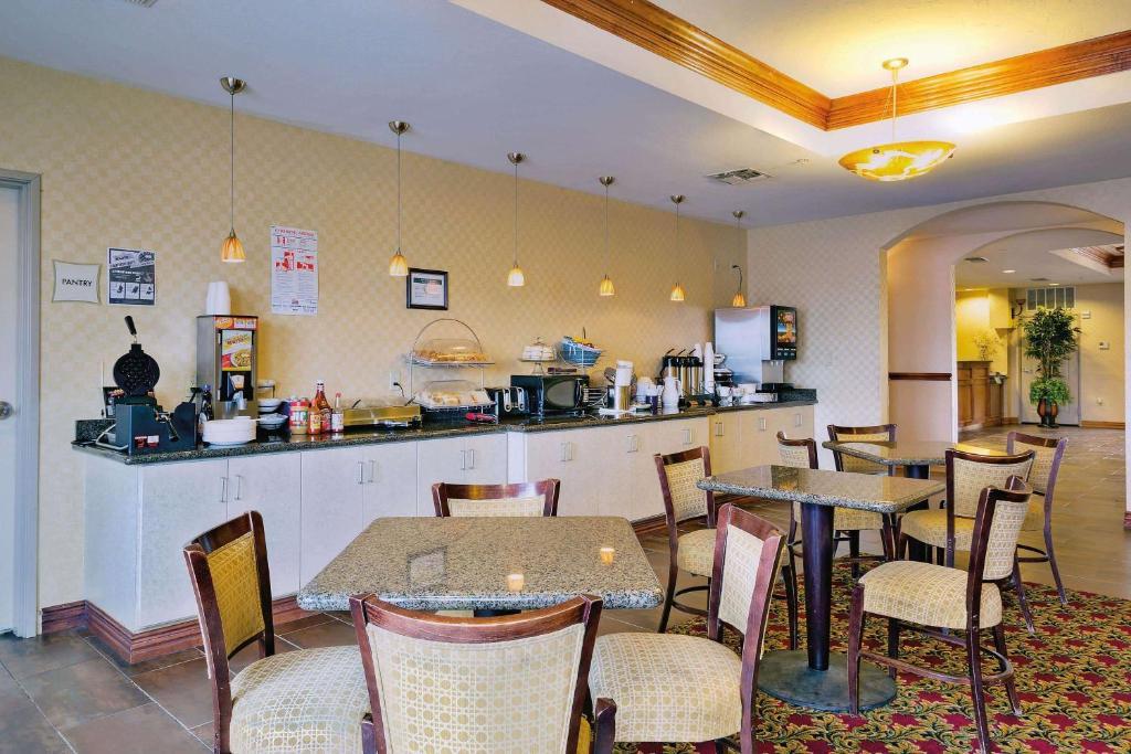 La Quinta Inn & Suites Cleburne