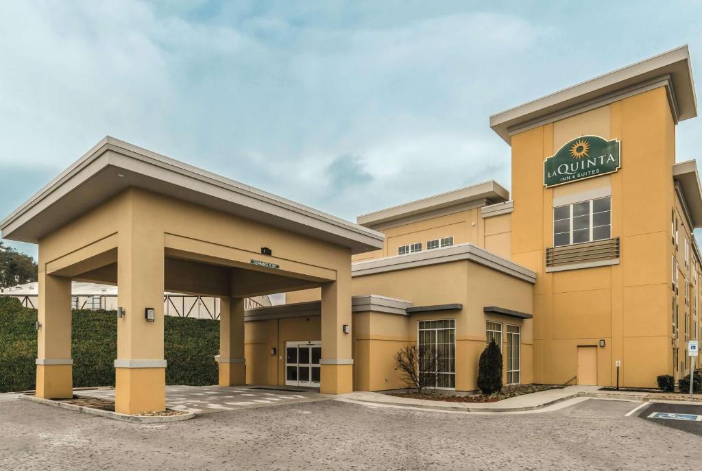 La Quinta Inn & Suites Knoxville Central Papermill