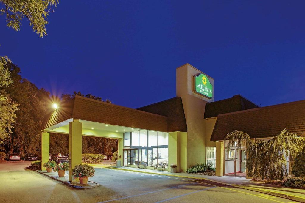 La Quinta inn & Suites Armonk Westchester County Airport