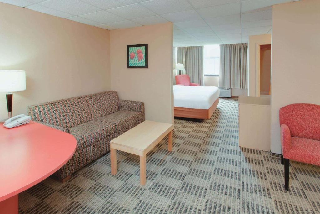 La Quinta Inn & Suites Fairfield, NJ